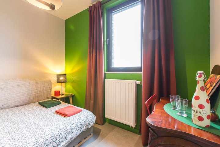 Cosy for 2 Room+Parking+12 min to Antwerp by Metro
