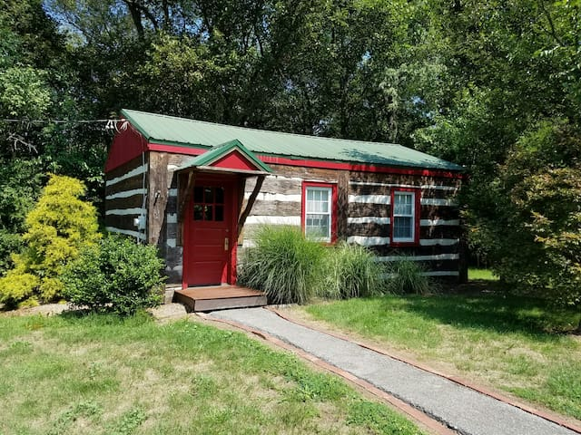Cassidy's Cottage in Historic Downtown Bedford - Bedford - Srub