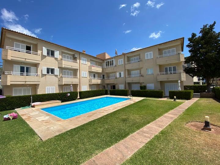 Apartamento dúplex con piscina en Port de Pollença