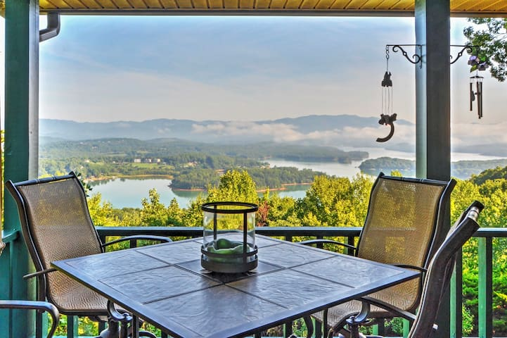'Chatuge Overlook' 3BR Hiawassee House w/ Views!