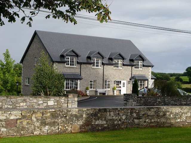 Michaeleen's Manor - The Quiet Man B&B