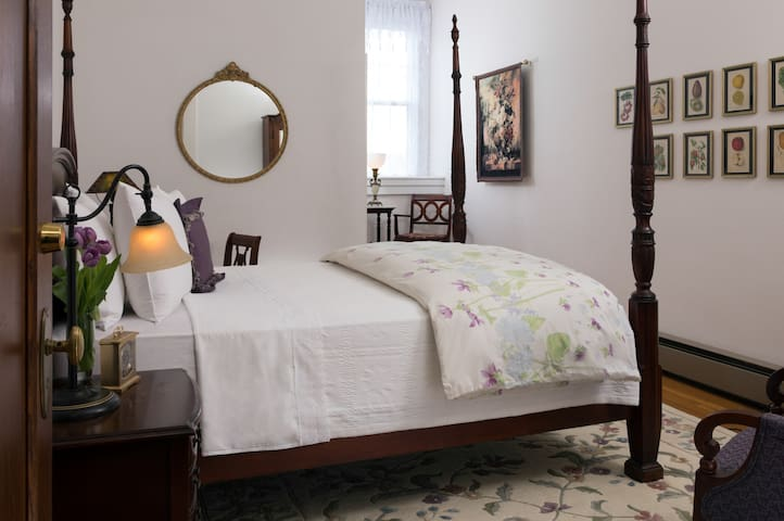 Lavender Room #10 - The Mercersburg Inn
