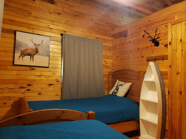 Room 2 - 2 twin beds