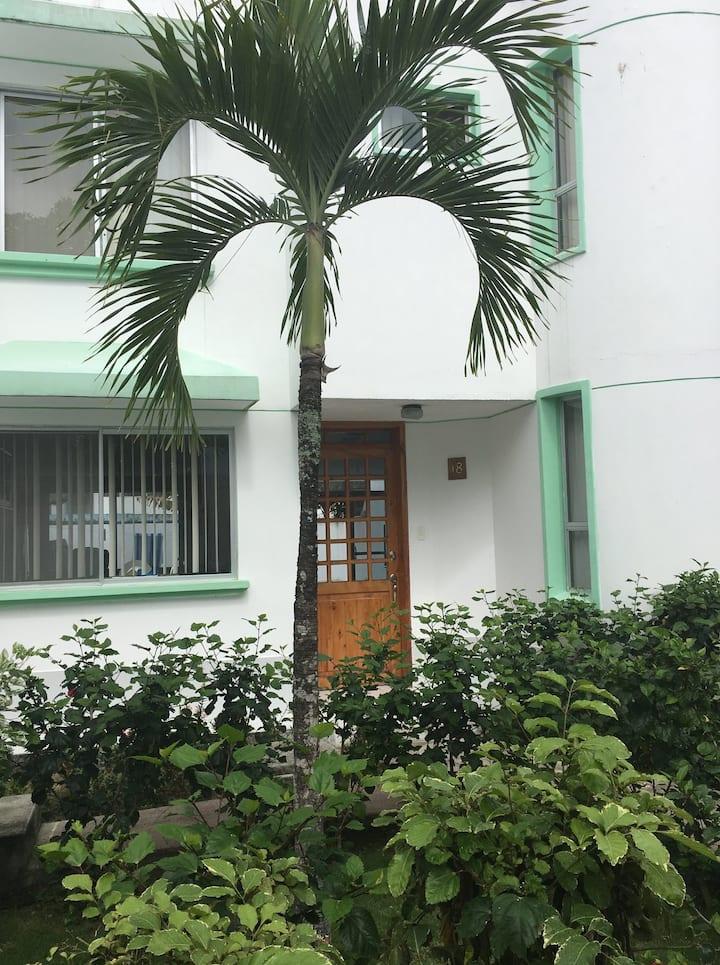 Casa en tonsupa  para 10 Husp. a 150 m de la playa