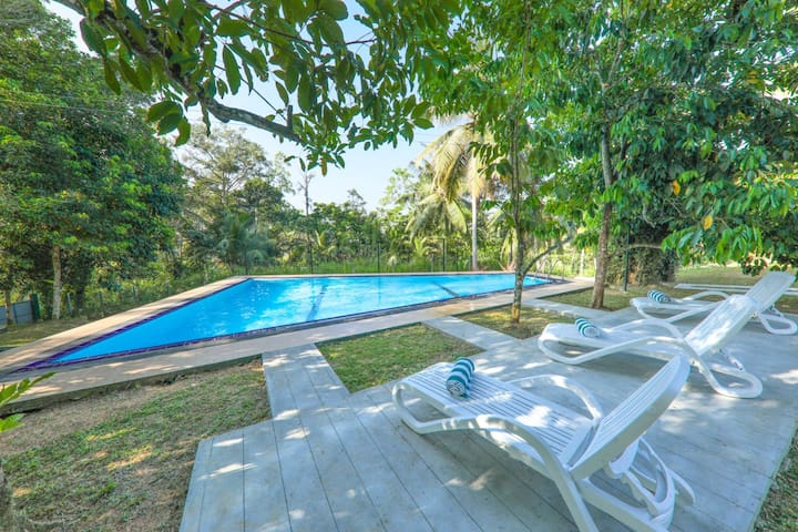 Thompson Bungalow - with pool (value for money )