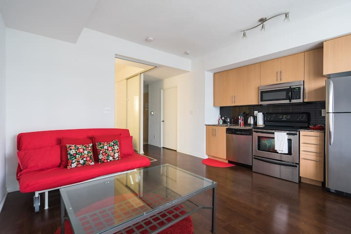 Stylish & Central Condo 1 min from Union Station!!