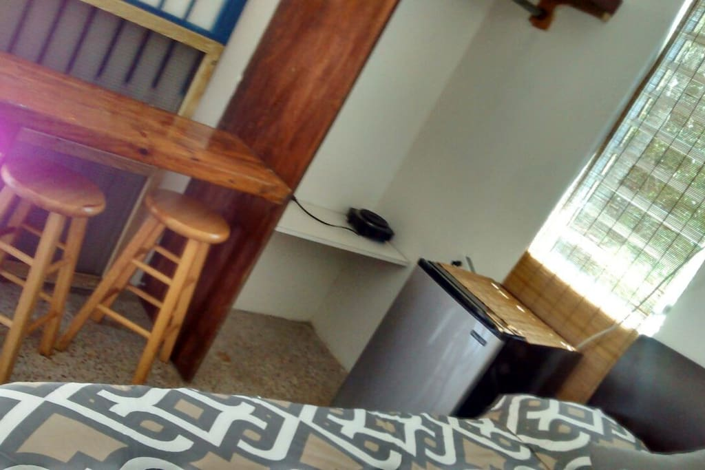 Comfortable and clean Studio... Queen bed, refrigerator, desk, closet area, flat screen, a/c, and wifi... Perfect Surfer's Crash Pad!