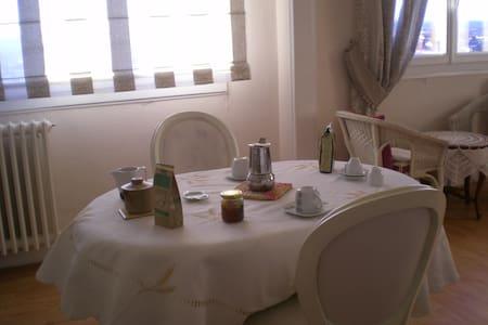 loue chambre à Aurillac - Aurillac - 아파트