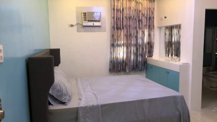 Comfy bedrooms  with swimming pool near NAIA