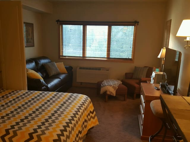 Gateway - NO CLEANING FEE !!! - we do have AC !!! - Keystone - Apartment