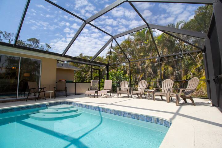 Heated Pool Home, Close to Downtown