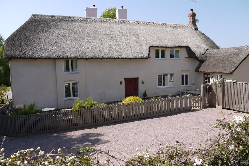 Greengage Cottage - plenty of parking !