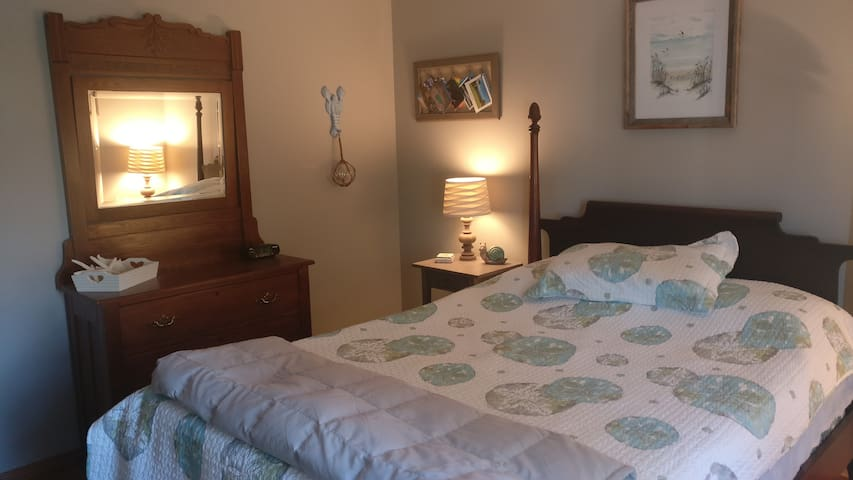 Private Bedroom in Home with Parking