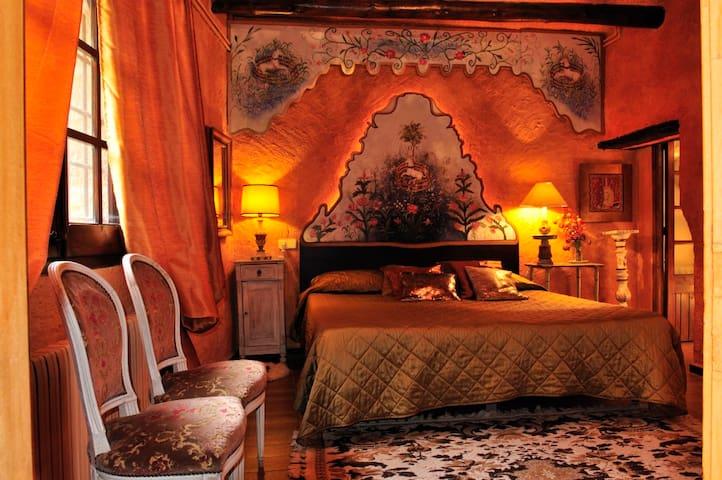 Girona - Suite Unicornio Blanco - Púbol - Boutique hotel