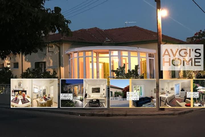הבית של אבגי  |  קפריסאי-יווני | חם | אוהב ואמיתי