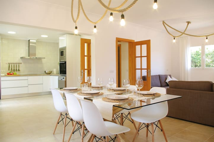 Chalet DONES D'AIGUA for 8 people close to the sea