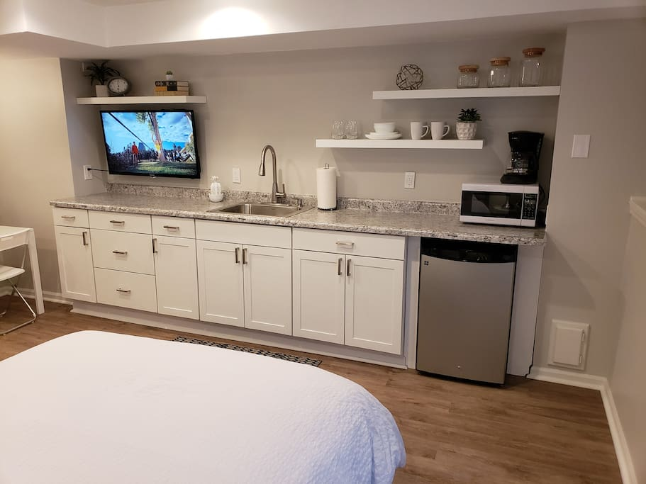 Kitchenette with basic utensils
