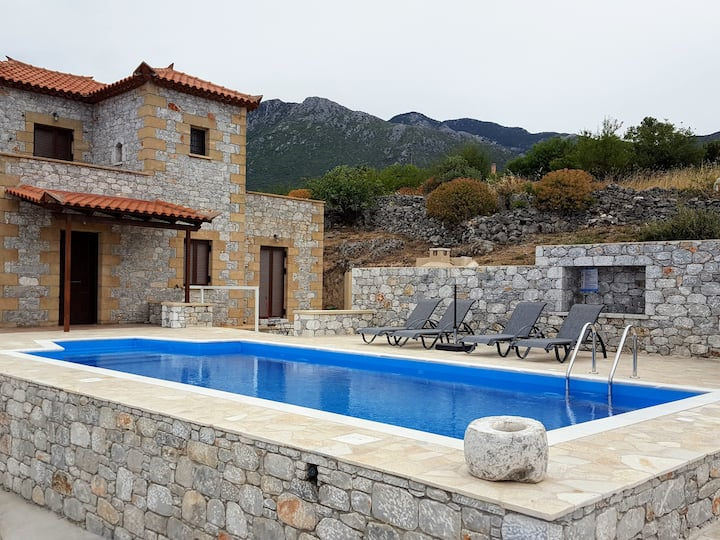 Hilltop villa Arsinoi in Stoupa with private pool