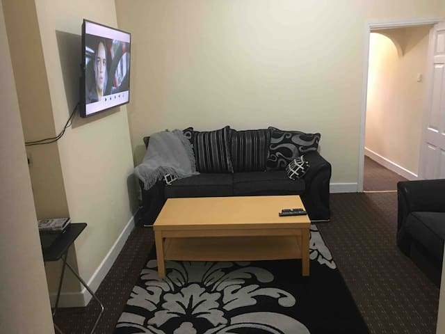 Centre of Burnley 3 Bedroom Full House - Turf Moor