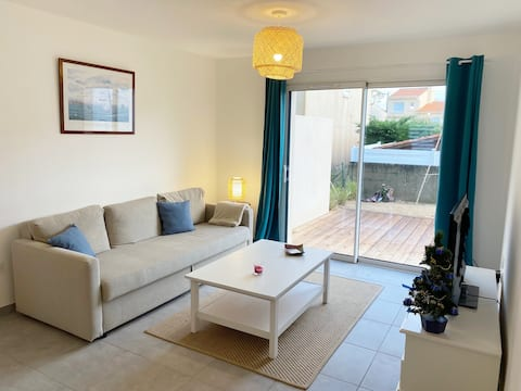 Comfortable Holiday Home 500m from the ocean