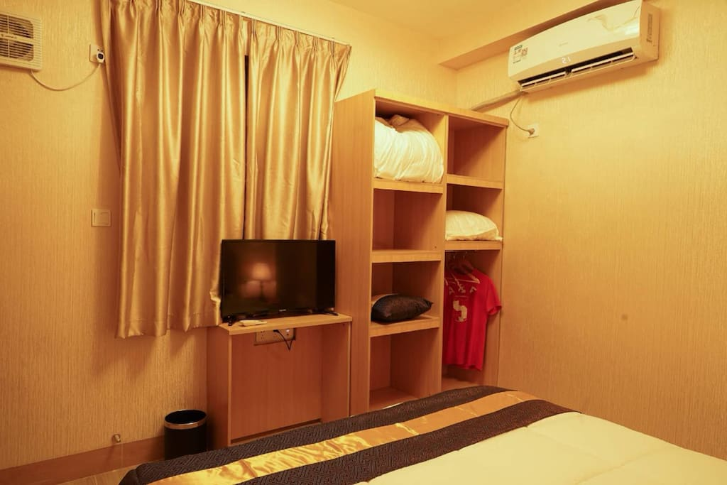 主卧房电视、衣柜、冷暖空调展示