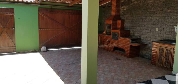 Quarto em casa no Parque Pereque