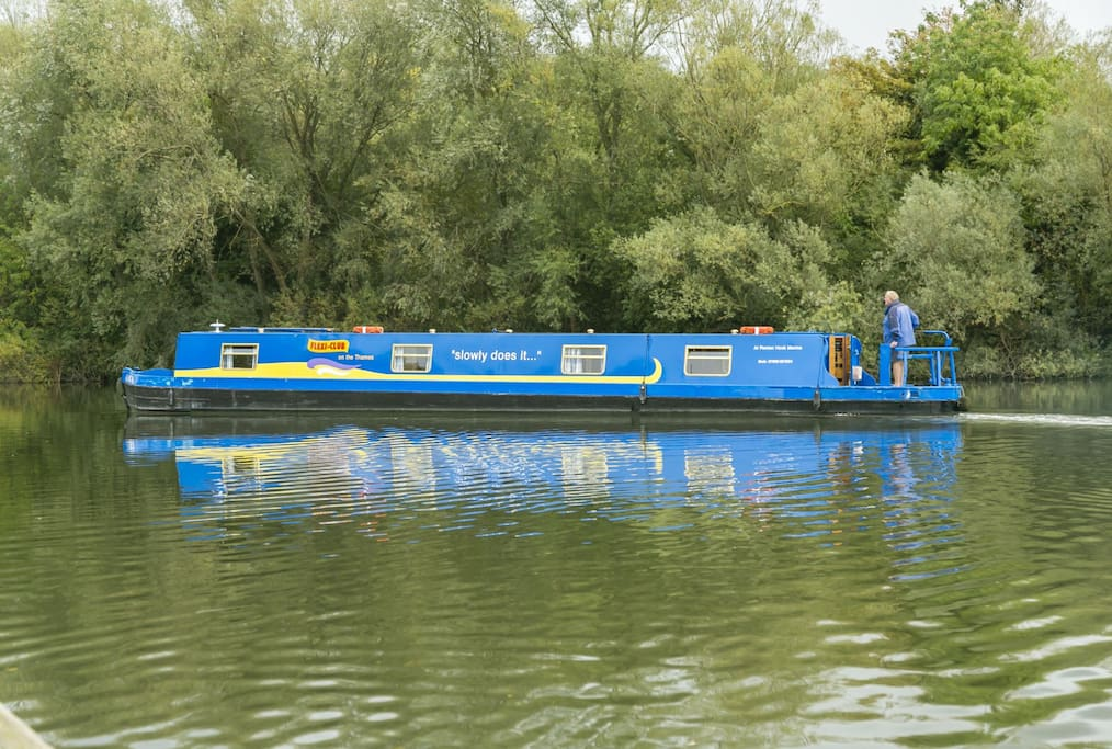 Narrow boat on the Thames