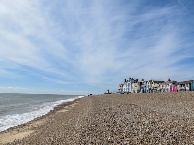 Waterfront - Modern holiday cottage in Aldeburgh