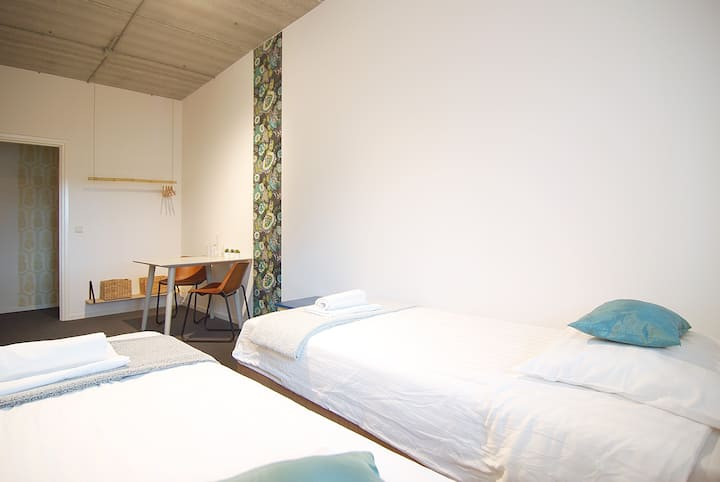 Modern and cosy room for two/three near Amstel river