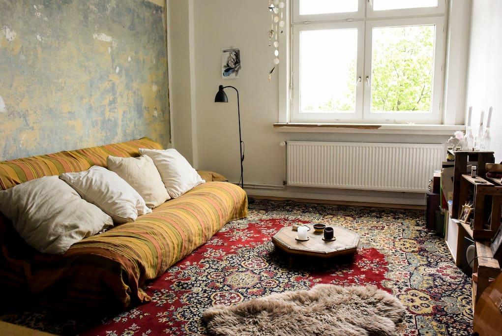 Dein Reich, nutze das Bett ganz einfach auch als Couch