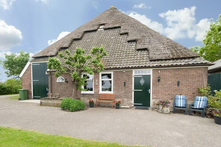 Appartement in woonboerderij midden in het polderlandschap van Burgerbrug