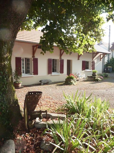 Pyrénées : petite maison avec verger  (2/3 pers)