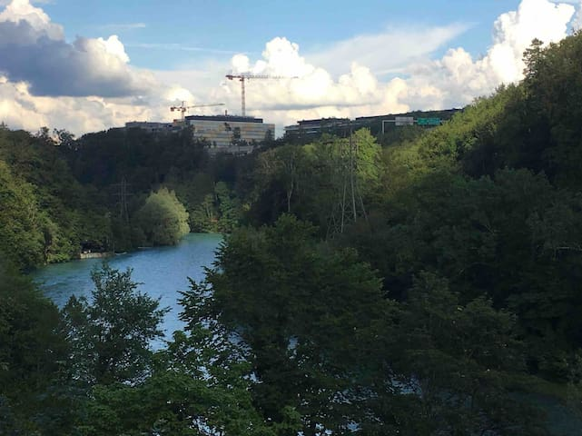 Aare view room with free bikes, 10' from center