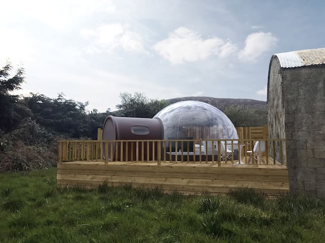 Bubble Dome at bottom of Mournes overlooking sea - Newry and Mourne - Otros