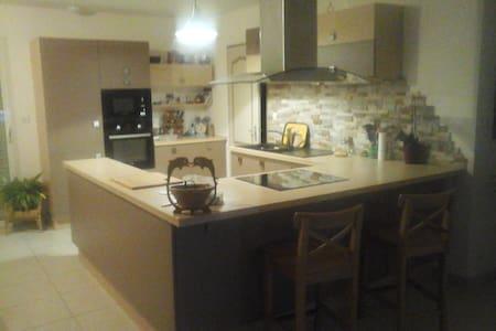Maison avec grand séjour - Vezins - Dom