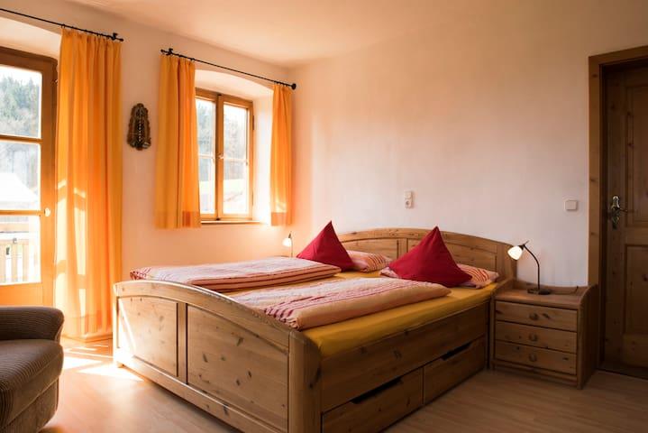 Kombi- Ferienwohnung auf Bauernhof - Uffing am Staffelsee - Huis