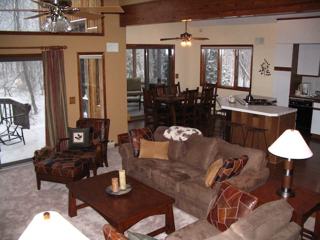Cozy Weekend Getaway - Close to Camelback - Long Pond - Casa