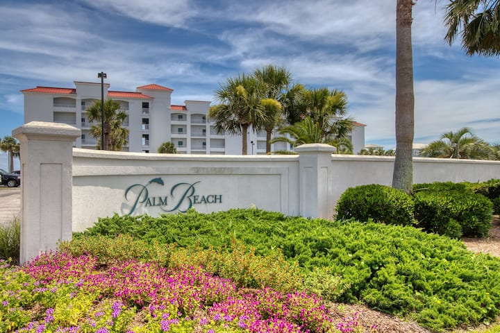 Beachfront condo w/ Gulf view, shared heated pool & beach access!