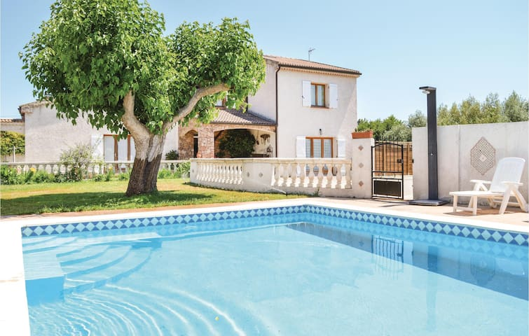 Holiday cottage with 4 bedrooms on 250 m² in Aleria