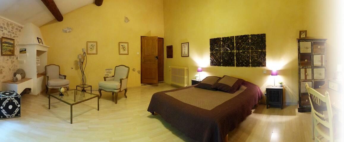 Chambre d'Hôte à 5mn d'Aix en Provence - Meyreuil - Bed & Breakfast