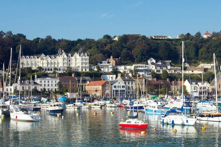 Beautiful Apartment in Pretty St Aubin
