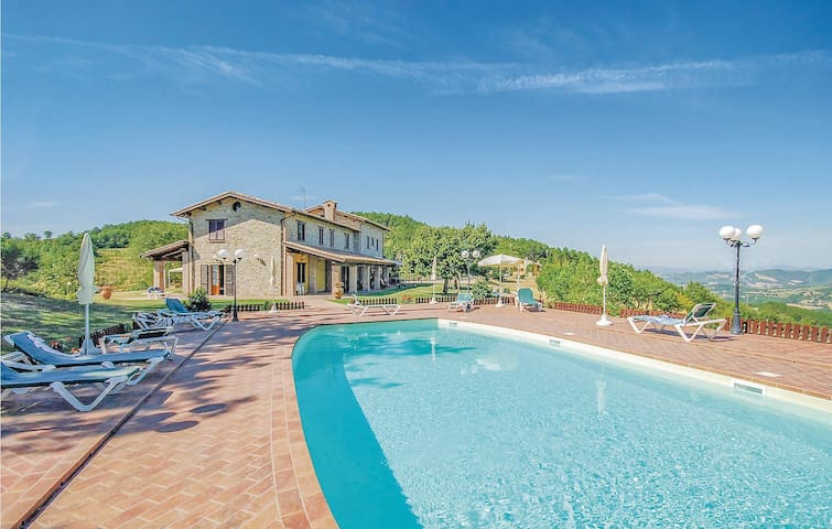 Holiday cottage with 6 bedrooms on 600m² in Valfabbrica  PG