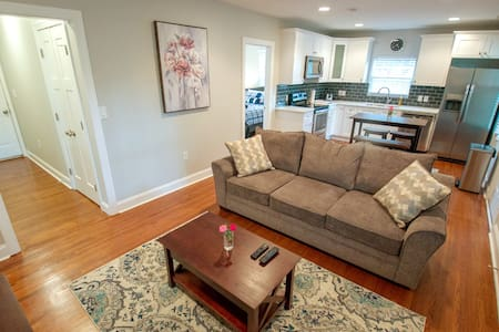 5⭐Renovated 🏡2Miles to Airport & Uptown🗽RNC Host