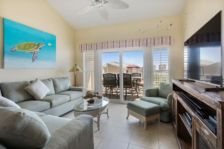 Portside 2 bed/2 bath on Ole River with Boat Lift!