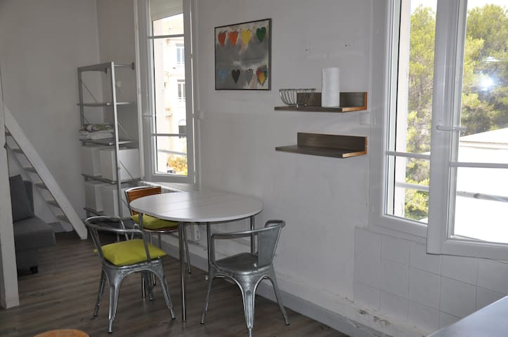 Furnished apartment with parking and wifi