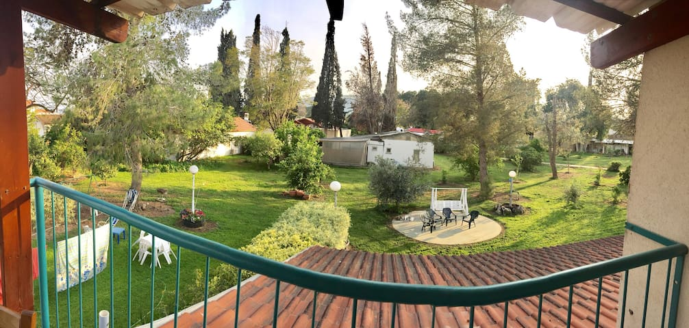 Stay on a Kibbutz by the Sea of Galilee - Ginosar - Rumah Tamu