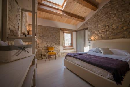 Stone room - Castellina