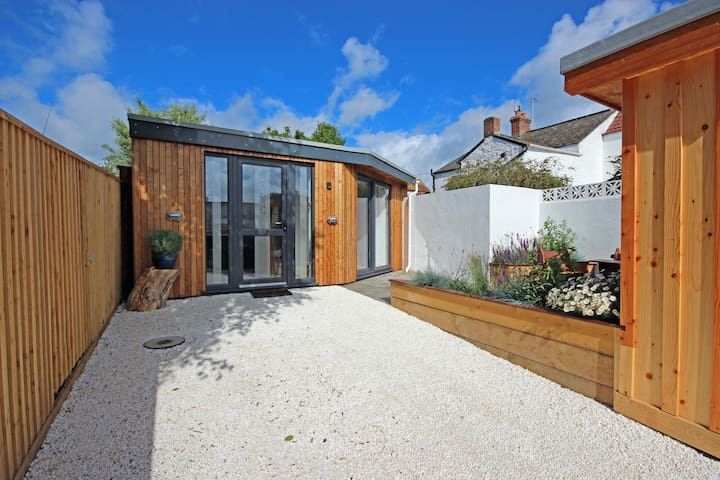 The Squeeze, modern bungalow on the Jurassic Coast