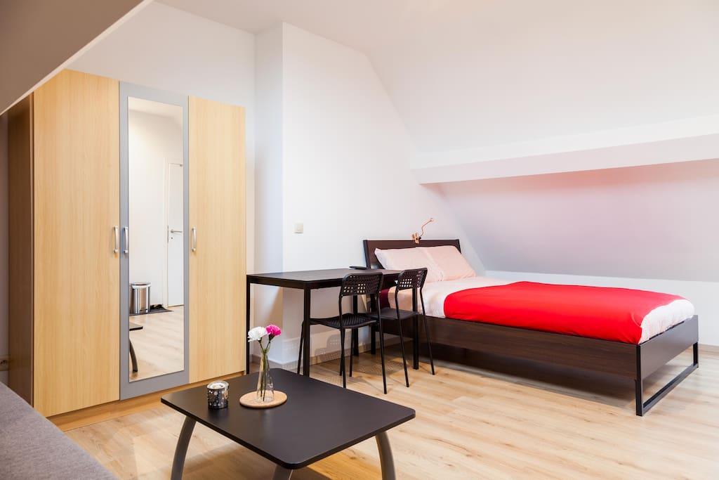 lumineux studio avec cuisine quip e apartments for rent in schaerbeek bruxelles belgium. Black Bedroom Furniture Sets. Home Design Ideas