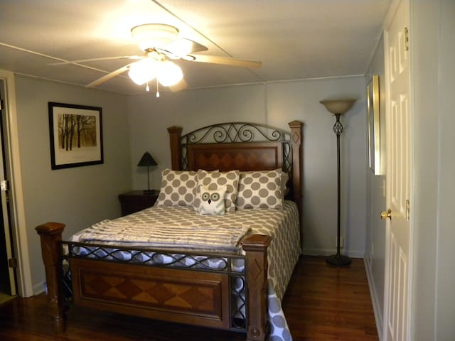 Other bedroom with queen size bed.  Size 15 x 10.